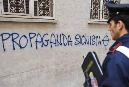 """Roma, scritte antisemite  """"Olocausto è propaganda"""""""