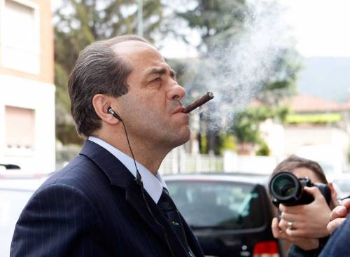 """Idv, la base in rivolta: """"Basta con la dittatura""""  De Magistris: """"Di Pietro? Io sono più giovane"""""""