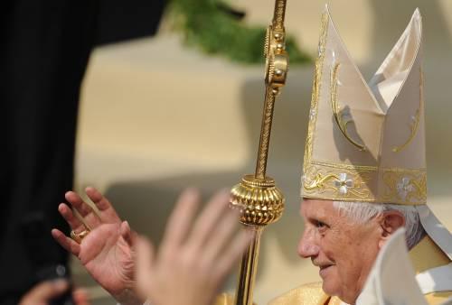 """Benedetto XVI denuncia:  """"I diritti dell'infanzia  violati anche nella Chiesa"""""""