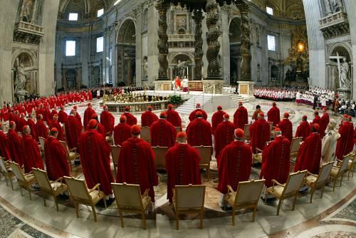 Vaticano, valzer di cariche  Riscossa cardinali italiani