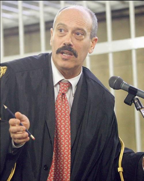 Vi racconto chi è il magistrato che perseguita Berlusconi