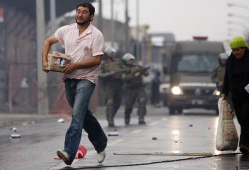 Cile: oltre 700 morti,  due milioni gli sfollati  Santiago chiede aiuti