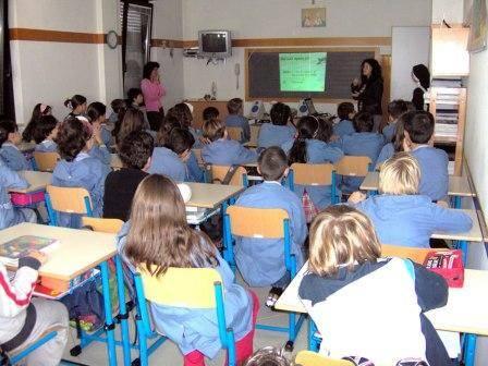 """Novara, violenze a scuola:  bambini spogliati in classe   E il direttore: """"Sconvolto"""""""