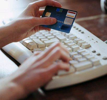 Clonava carte di credito dei clienti Ikea  Arrestato cassiere: rubati 90mila euro