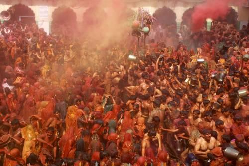 India, fuga in massa dal tempio  Ma è un massacro: 65 le vittime