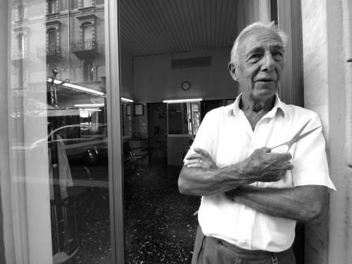 Milanesi: ecco Mimmo,  parrucchiere in via Sarpi