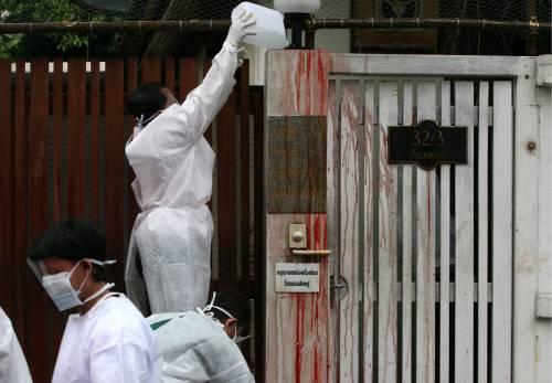 Bangkok: sangue davanti alla casa del premier