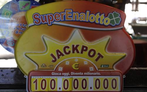 Superenalotto, ha il 6 da 37 milioni  Ma il tabaccaio non gioca i numeri