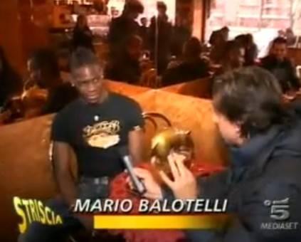 Balotelli rossonero su Striscia la notizia
