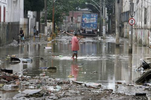 Il Brasile sotto l'alluvione: 100 morti  Allagato lo stadio Maracanà di Rio