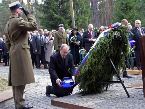 Putin commemora la strage di Katyn con i polacchi