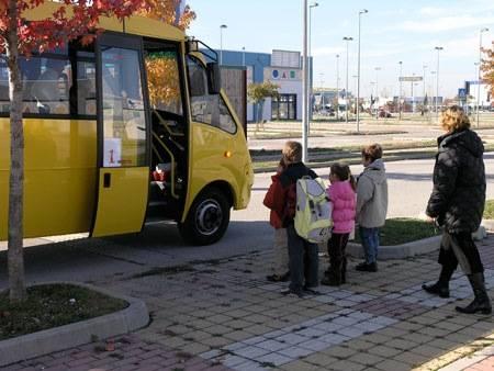 A Napoli anche gli scuolabus sono abusivi