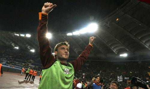 """Totti, il pollice verso e le scuse: """"Nessuna offesa"""""""