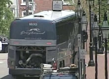 Torna la paura negli Usa:  uomo minaccia attentato  Allarme alla stazione bus
