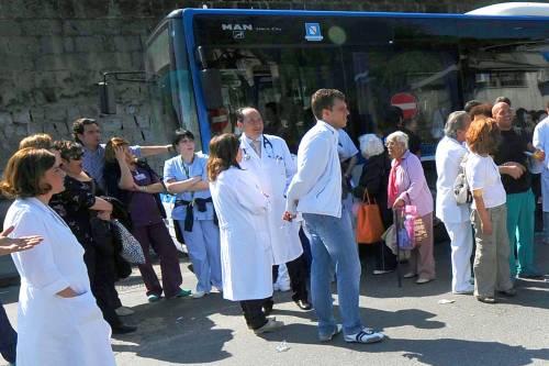 """""""Lo stipendio è un diritto"""", si svena per protesta: muore infermiera"""