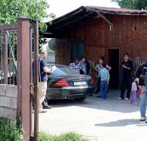 A 6 anni fanno tiro a segno sulle auto<br /> Intervento nel campo rom di via Bisbino