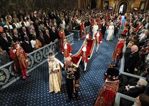 """Gb, austerity della Regina:  """"La priorità del governo?  Ridurre il deficit pubblico"""""""