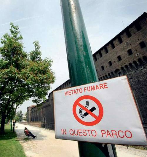 """L'assessore ci riprova: """"Niente fumo al parco"""""""