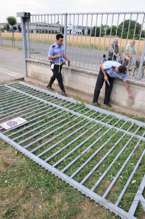 Dramma all'asilo:<br /> crolla il cancello<br /> e schiaccia bimbo