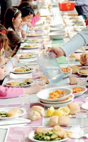 Mense scolastiche:  niente cibo a bimbi  se non si paga