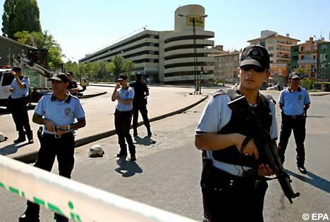Istanbul, esplode bomba: 4 morti
