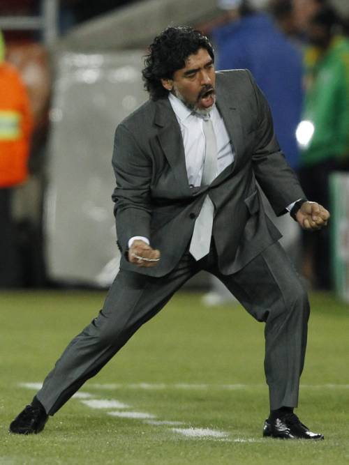 Francia, persa anche l'ultima: Domenech a casa  Maradona esulta con il socio Palermo: ora ottavi