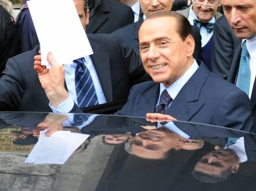 """Berlusconi: dai pm di sinistra attacchi infondati  E sul Pdl """"Darò battaglia a chi vuole sfasciarlo"""""""