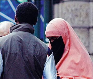 """Arrestato un islamico  che picchiava la moglie:  """"Posso farlo, è mia"""""""
