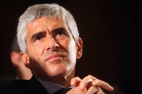 """L'apertura di Casini: """"Governo di larghe intese""""  No della Lega. I finiani: """"Discutere la proposta"""""""