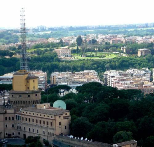 """Radio Vaticana, la perizia:  """"E' provato un legame  con i tumori dei bambini"""""""