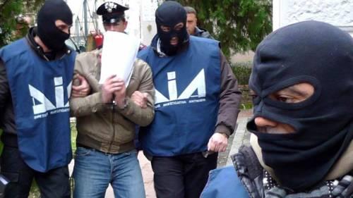 Boss e insospettabili, 160 arresti  Le mani delle cosche sugli affari