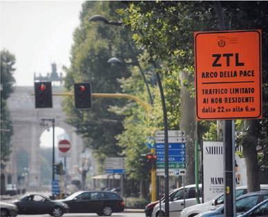 """Incubo parcheggio  Rivolta contro la ztl:  """"Prigionieri dalle 22"""""""