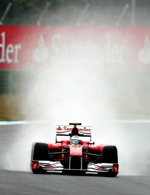 Gp Germania, libere sotto la pioggia  Vola la Ferrari: Alonso davanti a tutti