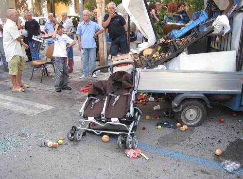 Palermo, auto travolge due bebè sul passeggino:  la bimba muore durante l'operazione in ospedale