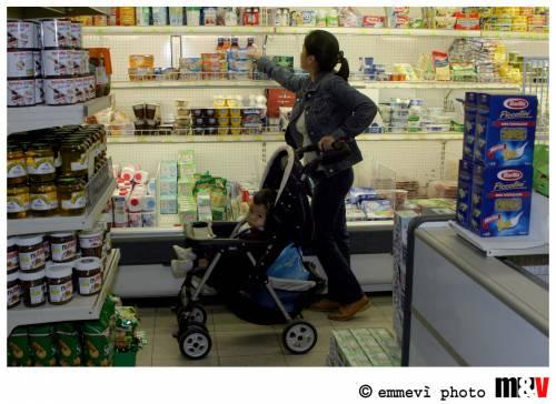 Consumi, famiglie indebitate mille euro in più