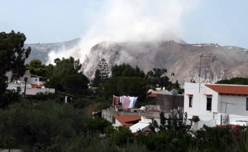 """Terremoto a Lipari, situazione sotto controllo  Bertolaso: """"Divieti di balneazione non rispettati"""""""