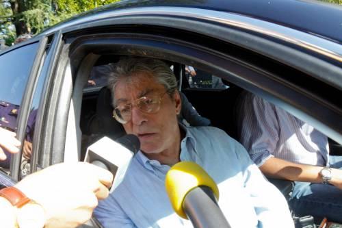 """Bossi: """"Avanti così, ma senza l'Udc""""  Fli: """"Velleitario sostituirci con Casini"""""""