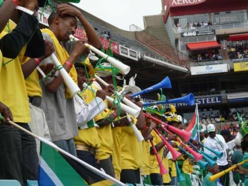 """Vuvuzela, altolà dell'Uefa  """"Non entrino negli stadi"""""""