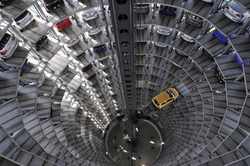 Auto, mercato a picco:  vendite giù del 19,3%  Ai minimi da 17 anni