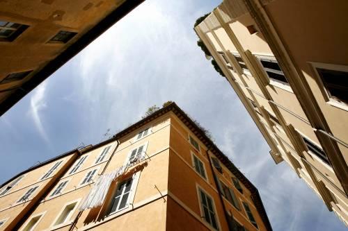 """L'Italia crede nel mattone  Ma l'Fmi: """"Ripresa lenta,   pesa scarsa competitività"""""""