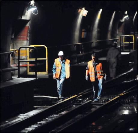 Il treno sotto il fango  alla stazione Sondrio:  10 milioni buttati via