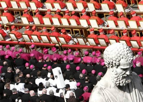 """Bestemmia, la stampa cattolica contro il premier Monsignor Fisichella: """"Burrasca su una battuta"""""""