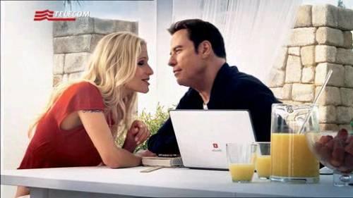 Ma perchè John Travolta parla con la voce di Forrest Gump (o è Clooney)?