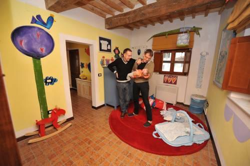 Livorno, bebè a coppia gay   Affittato l'utero negli Usa  la madre non ha più diritti