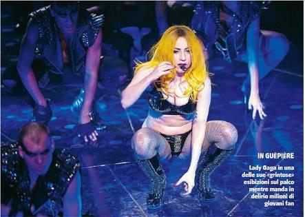 Hit, lustrini e il tricolore  Lady Gaga seduce l'Italia