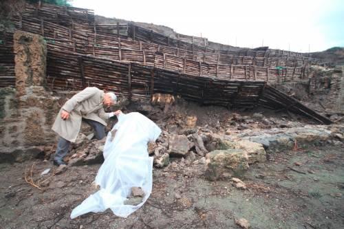 Nuovo crollo a Pompei:  franato un muro grezzo   Bondi: niente allarmismi