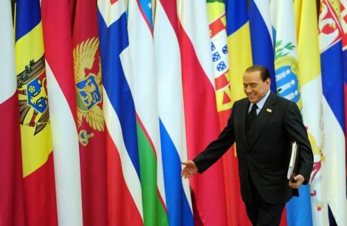 """Fiducia, Berlusconi: """"Il terzo polo è una bufala""""  Fini rilancia: """"Ormai questo governo non c'è più"""""""