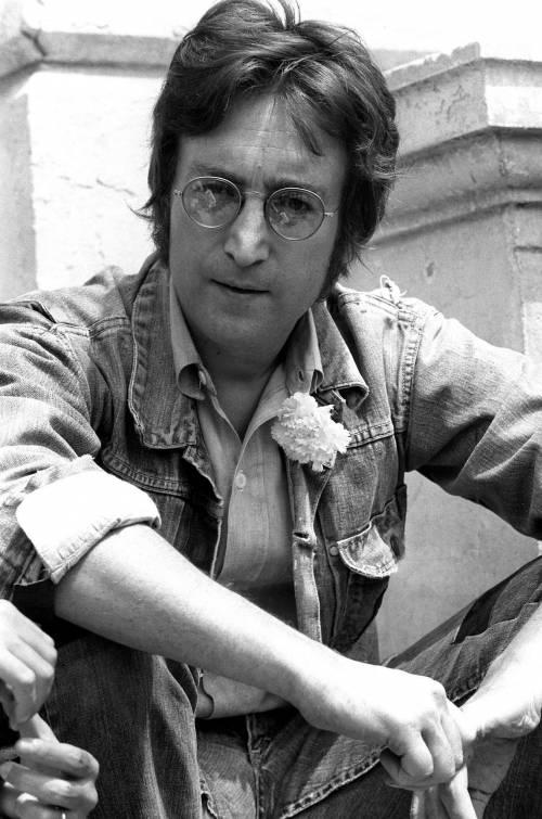 """John Lennon, le carte del divorzio dalla prima moglie: """"Padre aggressivo e drogato"""""""