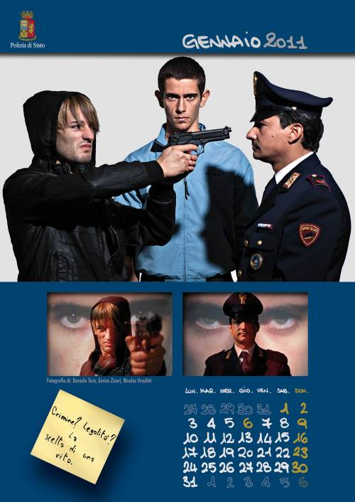 """Il calendario della polizia  """"scattato"""" dai giovani"""