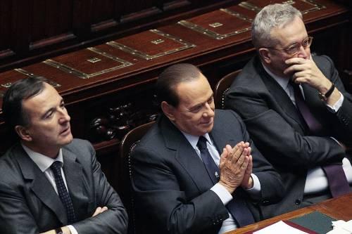 """Fiducia doppia per Berlusconi, Fli spaccato  """"Allargare maggioranza. Fini? Porta chiusa"""""""